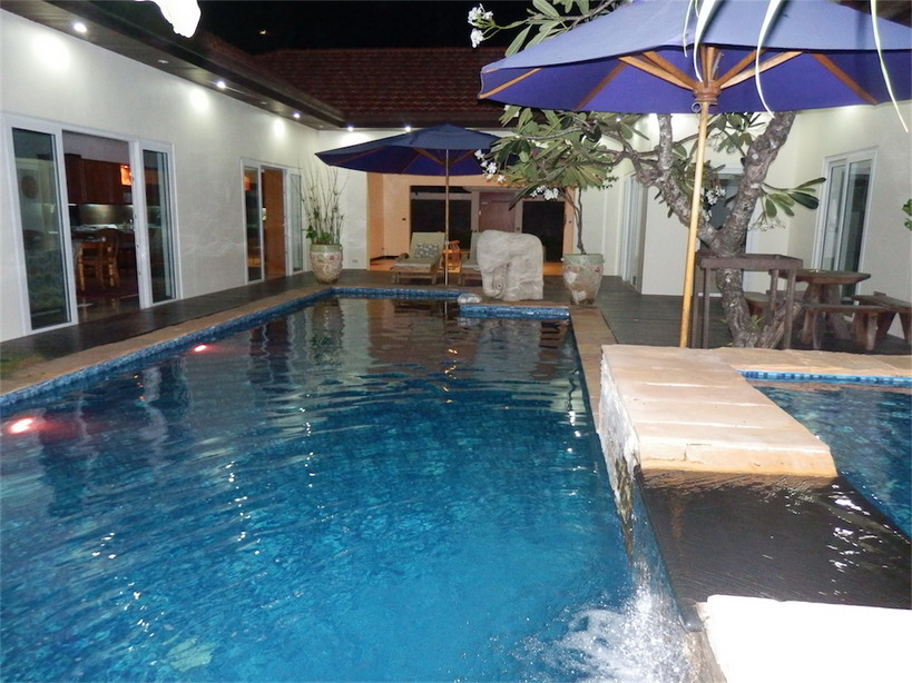Luxury pool villa in pratamnak area property house in for Luxury pool area