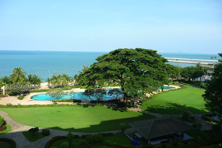 3-Bedrooms Beachfront Codo For Sale in Na Jomtien