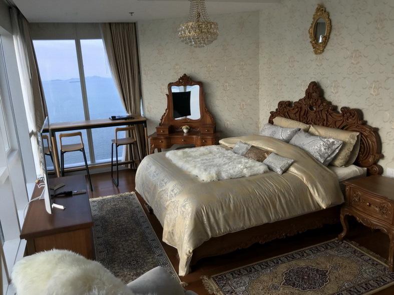 Beachfront  Luxury Condominium for Rent in Wong Amat Beach Pattaya, Thailand