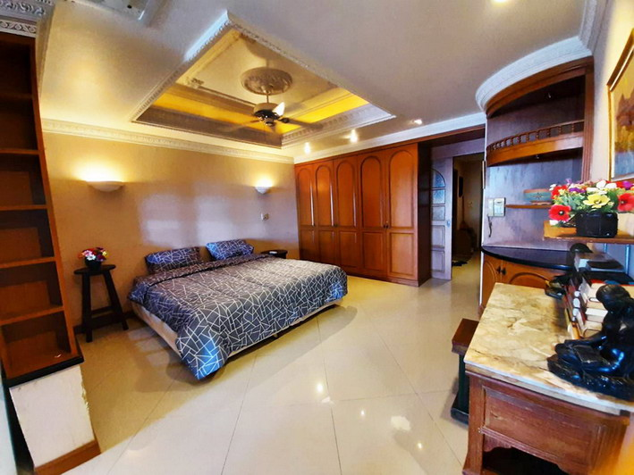 Large Condo For Sale and Rent Jomtien Beach Pattaya