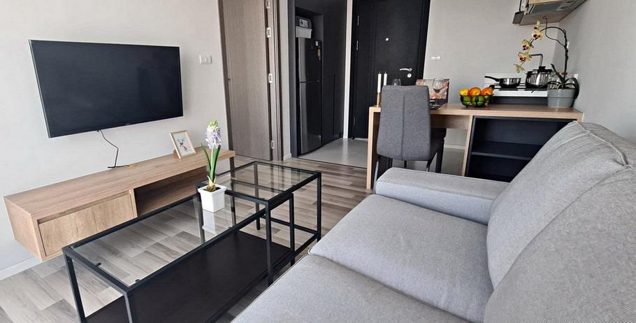 Deluxe 1 bedroom Top Floor Condo for Rent in Pattaya