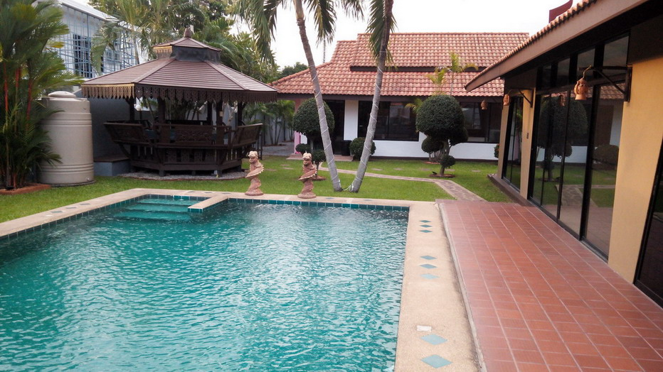 Private Pool House for Sale and Rent