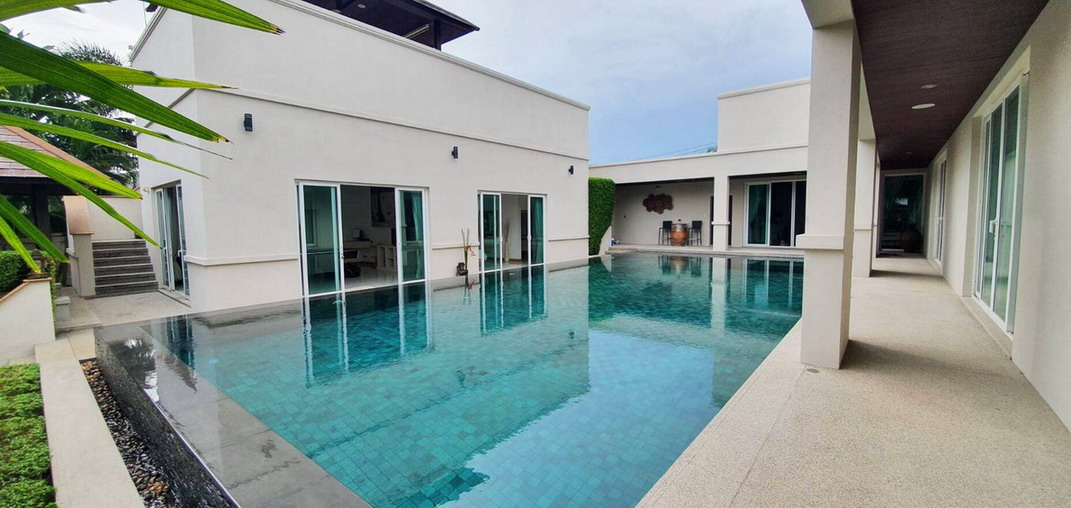 1 RAI of Land Luxury House for Sale and Rent Pond, Pattaya