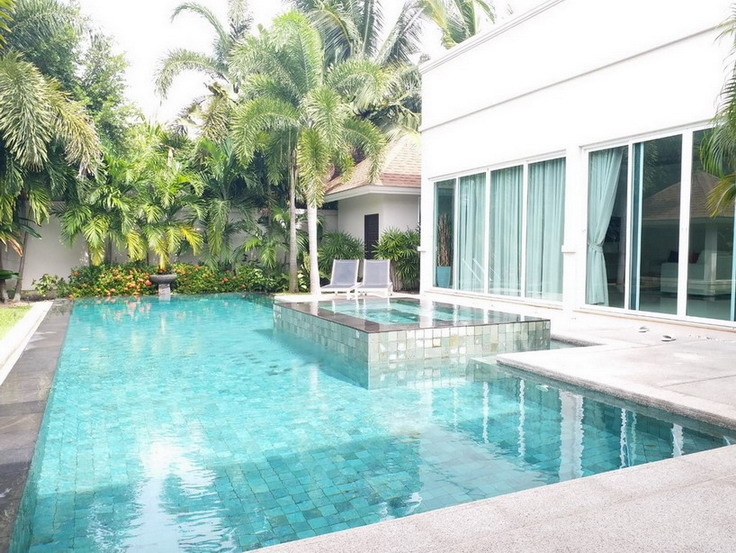 Huge Pool Villa For Sale and Rent Mapprachan Lake, East Pattaya