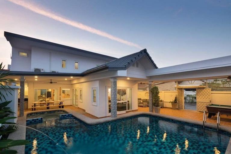 Pool Villa House in the Heart of Pattaya City, Thailand