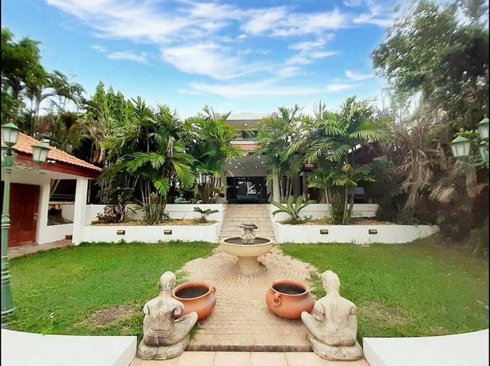Luxurious Villas For Sale Na Jomtien, Pattaya